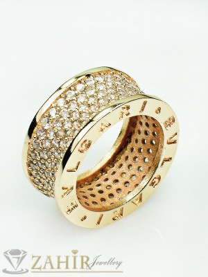 Дизайнерски модел пръстен -хит модел с бели кристали и златно покритие - P1359