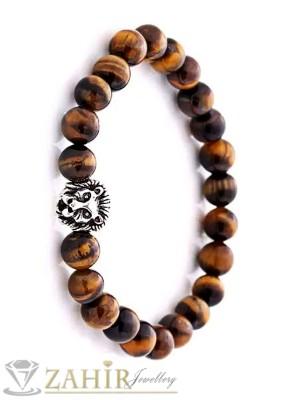 Ръчно низана ластична гривна 22 см от естествен камък тигрово око 8 мм, с лъвска глава в сребърно покритие - MA1021