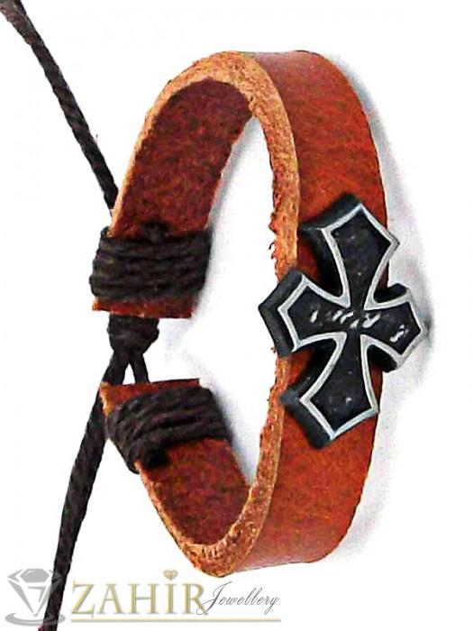 Кафява кожена гривна с метален кръст 3,5 см, регулираща се дължина - MG1123