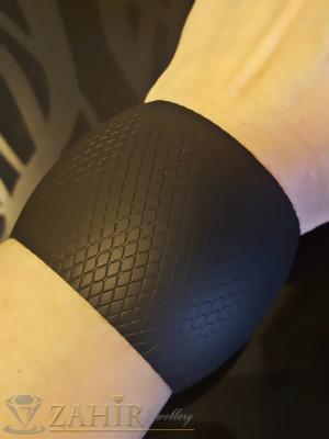 Актуална черна твърда гравирана гривна, регулираща се - G1702