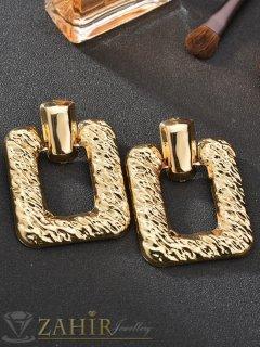 ТОП-ХИТ леки 20 гр. масивни  обеци, 5,5 см дълги, златисти, гравирани, на винт - O2084