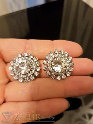 Стилни овални кристални обеци 2,2 см тип цвете сребърно покритие, на винт - O2283