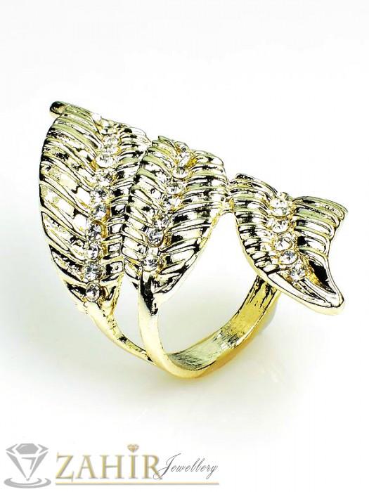 Екстравагантен пръстен изящна изработка с бели кристали и златно покритие - P1387