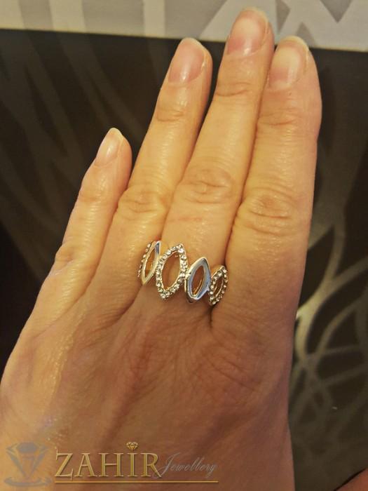 Дамски бижута - Стилен пръстен с изящни бели кристали, златно покритие - P1398