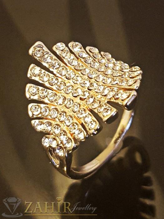 Блестящ пръстен с бели кристали, прецизна изработка и златно покритие - P1399