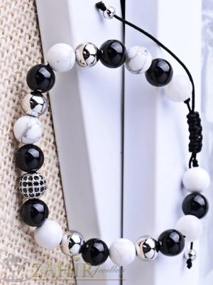 Дизайнерска гривна в черно бял ахат 10 мм, регулираща се дължина - MA1062