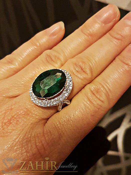 Дамски бижута - Кралски великолепен пръстен с голям фасетиран зелен и малки бели кристали, златно покритие - P1433