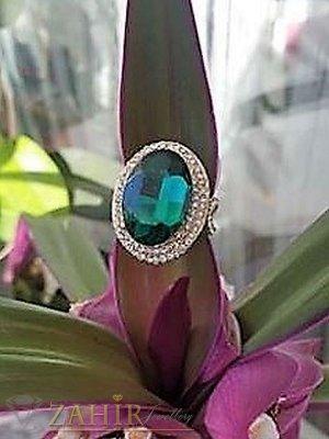 Кралски великолепен пръстен с голям фасетиран зелен и малки бели кристали, златно покритие - P1433
