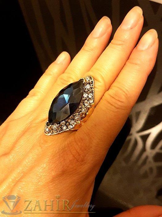 Дамски бижута - Масивен пръстен с голям син кристал, циркони и златно покритие - P1458
