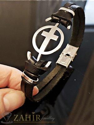 Черна  кожена гривна дълга 22 см със стоманен кръст и закопчалка - GS1267