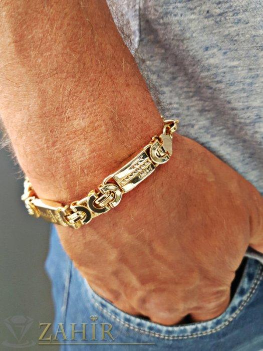 Бижута за мъже - Масивна гривна 1,1 см широка от позлатена стомана с плочки с гравирани кръстове, 4 варианта - GS1286