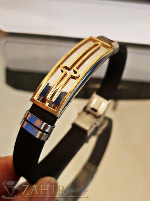 Бижута за мъже - Черна силиконова гривна, дълга 21 см със стоманена плочка 5 см с гравиран кръст - GS1307