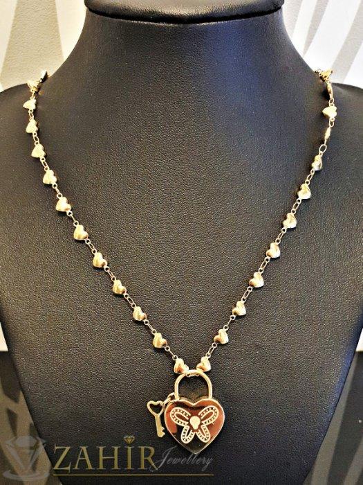 Дамски бижута - Гравирана висулка 2,3 см сърце с ключ на тънък стоманен 48 см ланец със сърца - K1804