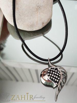 Красива стоманена висулка 4 см с черно-бели кристали на черна кожена връв в 3 размера - K1866