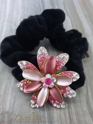 Розово метално цвете  с кристали на черен велурен ластик - LK1095