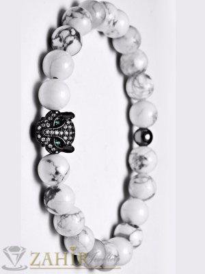Черна пантера с ковани кристали на ластична гривна от бял хаулит 8 мм, налична в 5 размера - MA1085