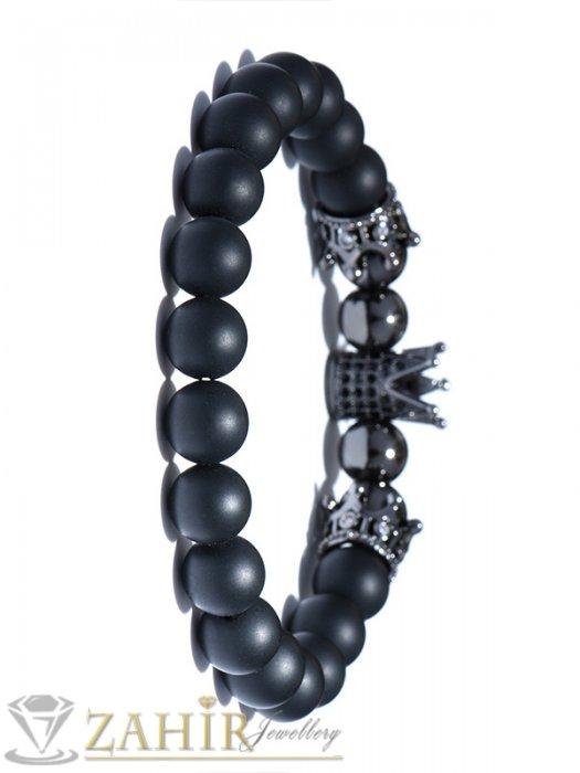 Бижута за мъже - Черна матова гривна от естествен оникс 8 мм с 3 черни корони, налична в 5 размера - MA1099