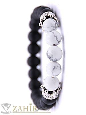 Черно-бяла ластична гривна от ахат и хаулит 8 мм със сребристи корони с ковани кристали, 7 размера - MGA1408