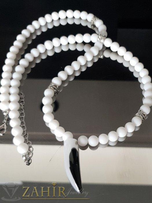Кристален черно-бял зъб 4 см на колие от бял матов ахат 65 + 5 см - MK1311
