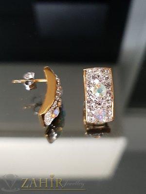 Позлатени стоманени изчистени обеци 2 см с многобройни бели кристали, на винт - O2517