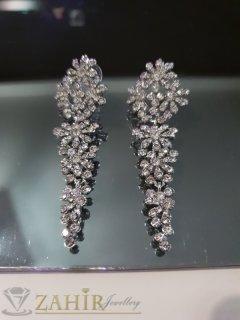 Великолепни обеци цветя дълги 8 см, инкрустирани с бели кристали и сребърно покритие на винт - O2555