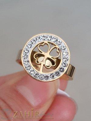 Висококачествен стоманен пръстен с кристали и лазерно изрязана детелина, златно покритие - P1484