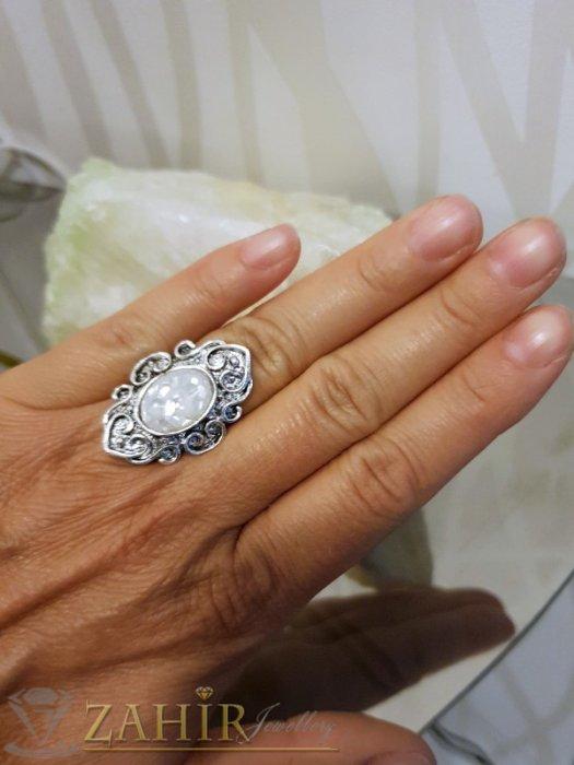 Изящно изработен пръстен с бял седеф, сребърно покритие, регулиращ се размер - P1489