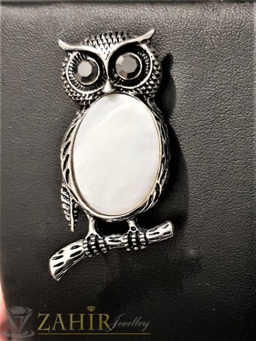 Дамски бижута - Чудна брошка сова талисман 5 на 2,5 см с голям бял седеф и графитени кристали за очи - B1118