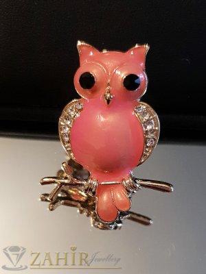 Розова брошка сова - талисман 4 на 2 см, цветен емайл и бели кристали, златно покритие - B1124
