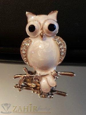 Бяла брошка сова - талисман 4 на 2 см, цветен емайл и бели кристали, златно покритие - B1126