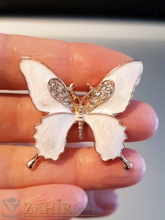 Дамски бижута - Млечно бяла емайлирана брошка пеперуда 3 на 4 см с бели кристали и златно покритие - B1129