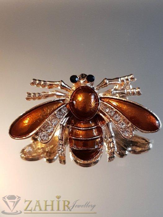 Бронзова емайлирана брошка пчела 4 на 2 см с бели кристали и златно покритие - B1135