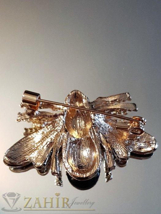 Дамски бижута - Бронзова емайлирана брошка пчела 4 на 2 см с бели кристали и златно покритие - B1135