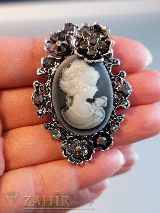 Дамски бижута - Графитена ретро брошка 5 на 3,5 см с портрет на дама и сиви кристали - B1150