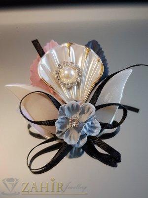 Дизайнерска арт брошка или аксесоар, 6 на 5 см, бели кристали, седеф и перла - B1158