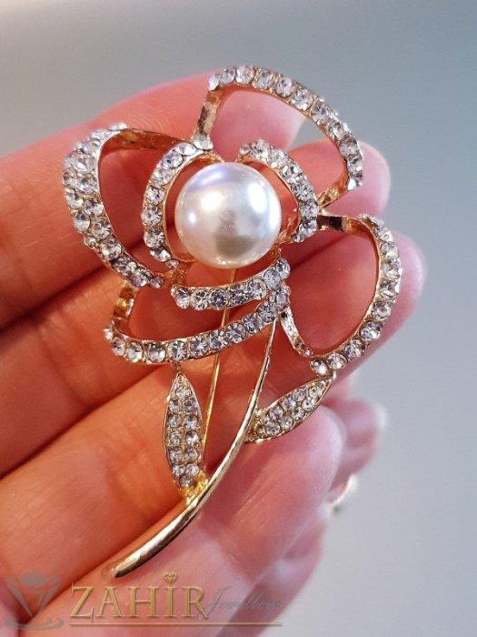 Елегантна брошка перлено цвете, 6 на 4 см, с бели кристали и златно покритие - B1162