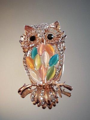 Кристална разноцветна сова брошка 5 на 2,5 см с бели кристали и златно покритие - B1165
