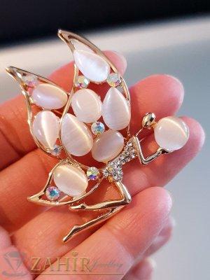 Бяла кристална брошка пеперуда 5 на 4 см с камъни котешко око и златно покритие - B1168