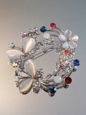 Кристална брошка с цветя и пеперуди, 5 на 5 см, цветни кристали, котешко око и сребърно покритие - B1173