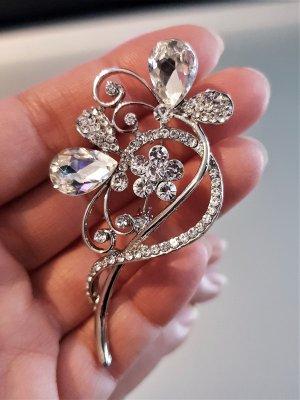 Сребриста кристална брошка 7 на 3 см с цветя, изящна изработка - B1174