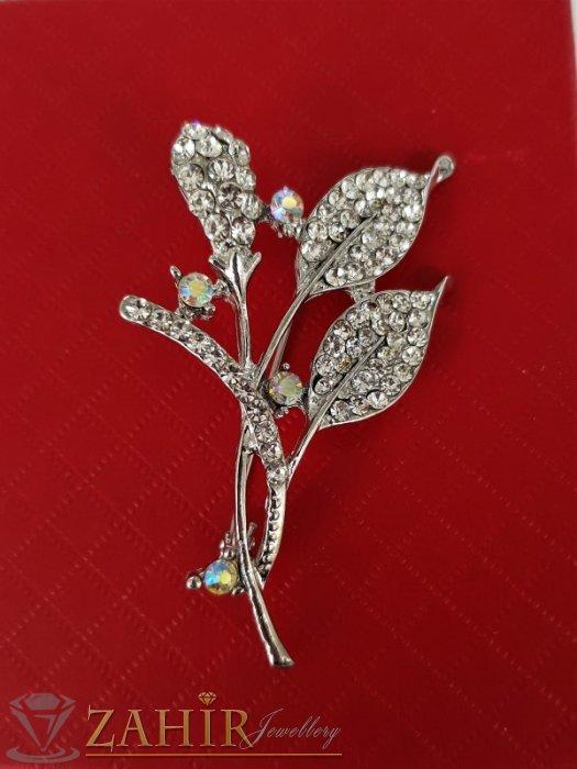 Елегантна и впечатляваща брошка кристални цветя с размери 6 на 3 см, сребърно покритие, бели кристали - B1188
