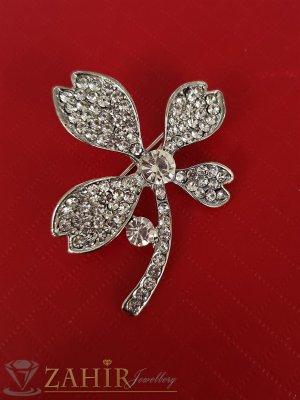 Нежна брошка кристално цвете с размери 4 на 3 см, сребърно покритие, бели кристали - B1189