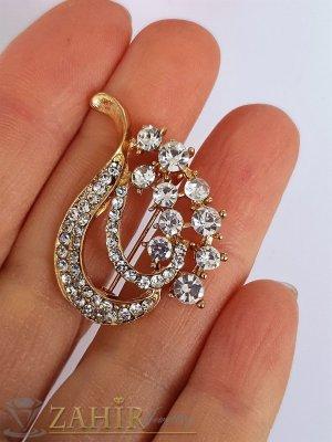 Малка нежна брошка кристални листа с размери 3 на 3 см, златно покритие, бели кристалчета - B1198
