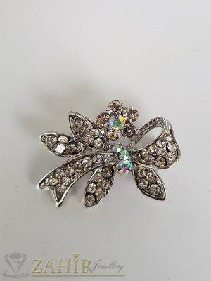 Много малка нежна брошка кристална панделка с размери 3 на 1,5 см, сребърно покритие, бели кристалчета - B1199