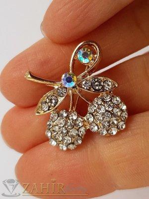 Много малка нежна брошка кристални черешки с размери 2 на 2 см, златно покритие, бели кристалчета - B1201