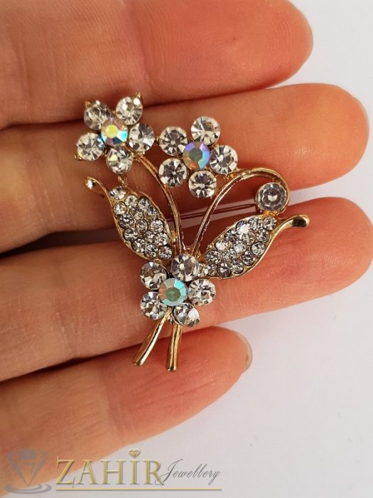 Класическа брошка кристален букет цветя с размери 3,5 на 3 см, златно покритие, бели кристалчета - B1203
