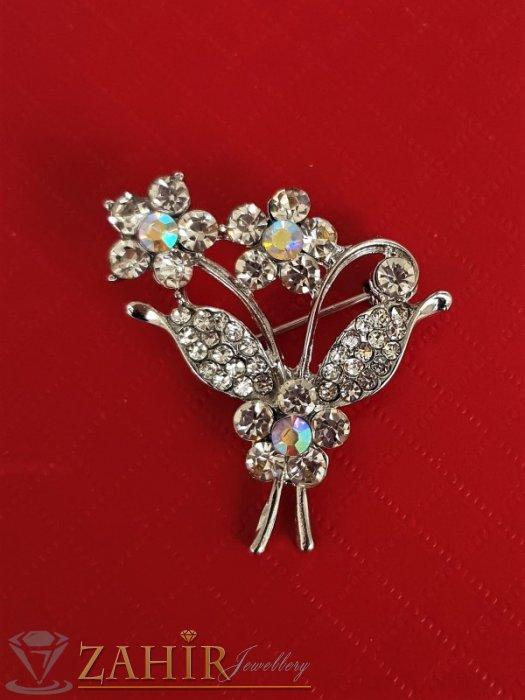 Класическа брошка кристален букет цветя с размери 3,5 на 3 см, сребърно покритие, бели кристалчета - B1204