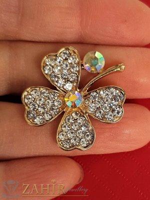 Късметлийска брошка кристална четирилистна детелина с размери 3 на 3 см, златно покритие, бели кристалчета - B1205