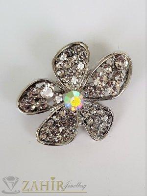 Семпла малка брошка кристално цвете с размери 3 на 2 см, сребърно покритие, бели кристалчета - B1207
