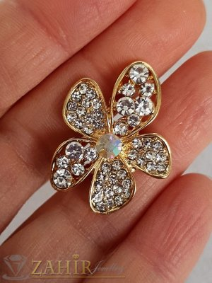 Семпла малка брошка кристално цвете с размери 3 на 2 см, златно покритие, бели кристалчета - B1208